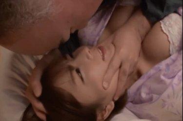 【紗倉まな】『お義父さん・・・駄目ですよ』巨乳の人妻が寝取られSEX♡夫に気付かれたらいけないという背徳感がさらに興奮させます!!